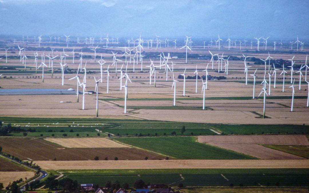 Deutschlands Landschaften vermühlen: Nach dem Wunsch vieler Politiker sieht es so wie hier in Norderdithmarschen bald vielerorts aus